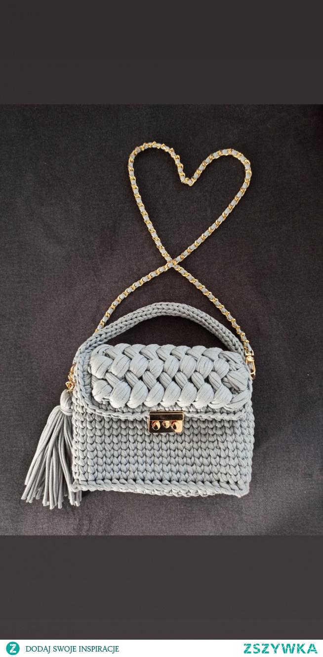 torebka na szydełku.  facebook:  Szydełkowe torebki Monika Bazarnik #torebka #handmade #prezent #dlaniej #prezenty