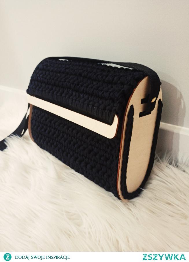ręcznie zrobiona torebka na szydełku facebook: szydełkowe torebki Monika Bazarnik.  #torebka #torebki #handmade #prezent #naprezent #namikolaja #dlaniej