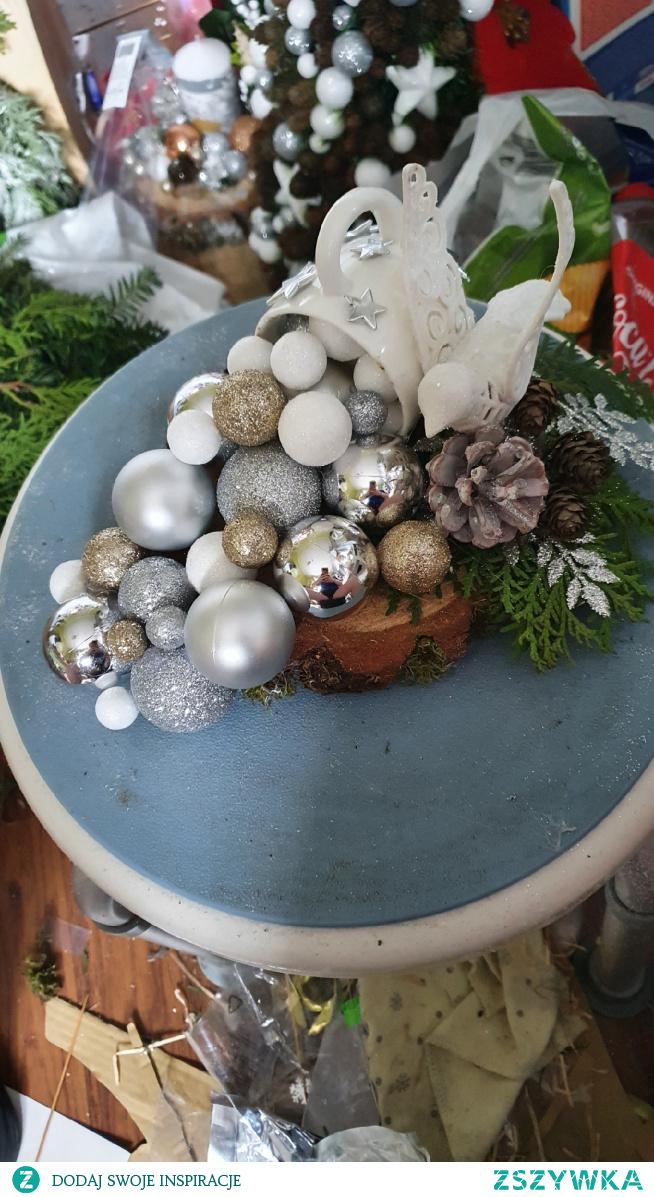 #nowy #stroik #świąteczny #filiżanka  #bombki #swieta #tuztuz #merry #christmas /// wykonałam stroik z filiżanki na pniu , co powiecie ? Wykonuje na zamówienie stroiki świąteczne i nie tylko , zapraszam na profil