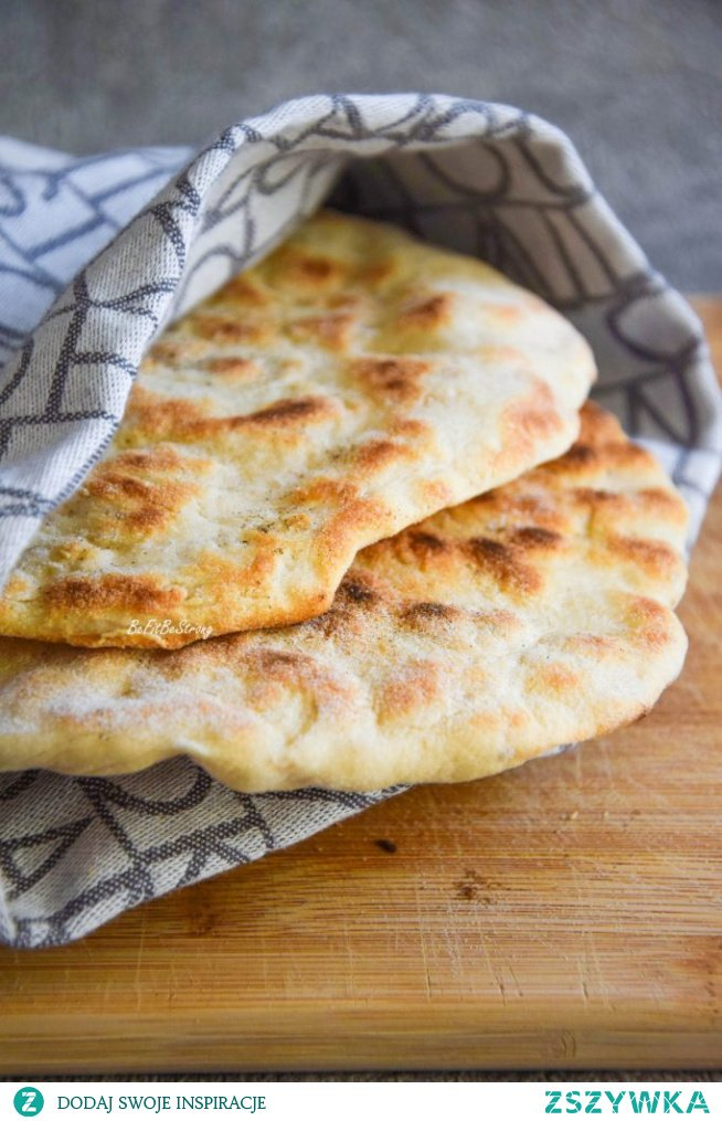 Chlebek naan - indyjski chlebek z patelni. Przepis po kliknięciu w zdjęcie.