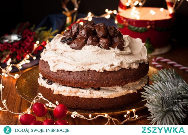 Świąteczne ciasto czekoladowe ze śliwkami