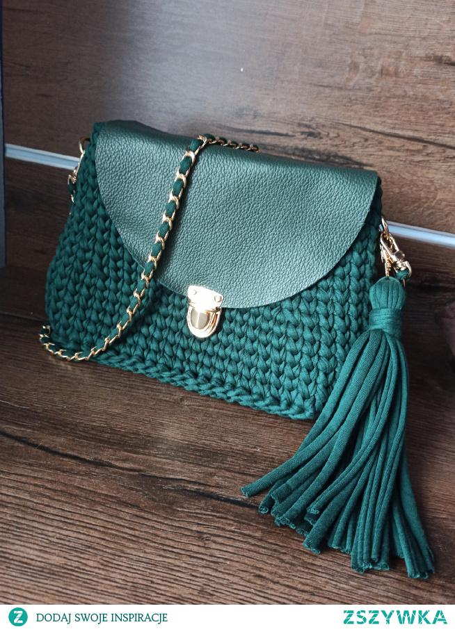 torebka na szydelku w kolorze butelkowej zieleni. #torebka #naszydelku #handmade
