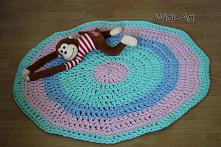 Dywanik handmade na szydełku.