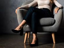 Sprawdź co może się stać z twoim ciałem, jeśli często siedzisz ze skrzyżowanymi nogami