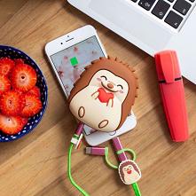 Powerbank Jeżyk to pomysł na prezent dla wielbicieli tego modnego zwierzaka.  Jeżyk chętnie podładuje telefony, tablety, zegarki i inne urządzenia z odpowiednim wejściem.