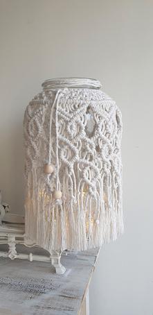 Lampion XXL wykonany techniką makramy z naturalnej bawełny. Pięknie prezentuje się w domu, na tarasie a także w ogrodzie. Idealny na prezent. Dostępny w sklepie SofiArtPL na Etsy