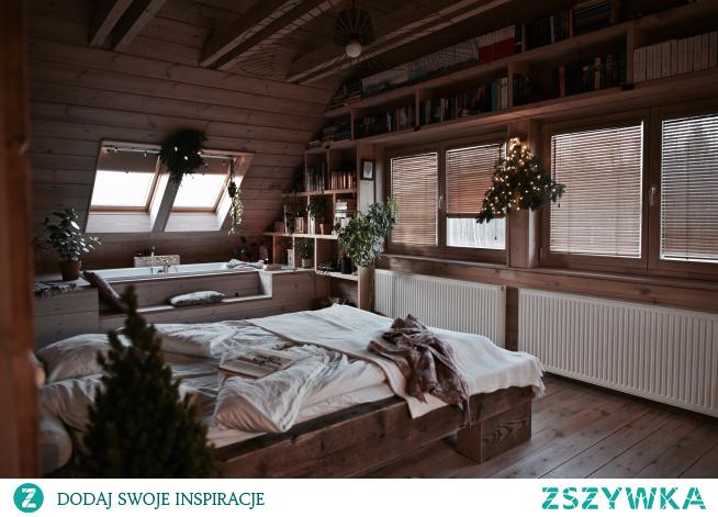 Plisy dachowe i żaluzje drewniane w pięknej sypialni Julii Rozumek :) Plisy i żaluzje są z NASZE DOMOWE PIELESZE