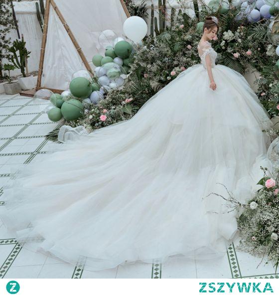 Luksusowe Białe Suknie Ślubne Suknia Balowa 2021 Wycięciem Frezowanie Perła Kótkie Rękawy Bez Pleców Trenem Królewski Ślub
