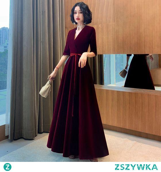 Eleganckie Burgund Zamszowe Sukienki Wieczorowe 2021 Princessa V-Szyja Kokarda 1/2 Rękawy Długie Wieczorowe Sukienki Wizytowe