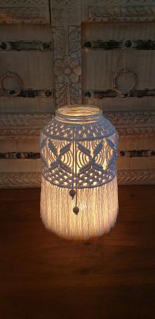 Lampion wykonany techniką makramy,XXL. Wysoki na 27 cm. Wspaniale wygląda ze świeczką lub lampkami ledowymi. Można go także używać jako wazon.