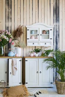 Drewniana biała szafka wisz...