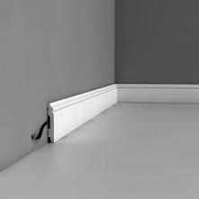 Biała listwa przypodłogowa SX165 Contour Axxent Orac Decor to mniejsza wersja popularnej listwy podłogowej SX118 Orac Decor, która w ciekawy sposób komponuje się z klasycznymi m...