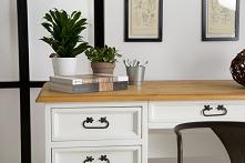 Białe drewniane biurko do g...