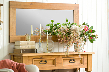 Konsola drewniana woskowana z półką i szufladkami, lustro w drewnianej ramie, fotel tapicerowany #Dodatki  #lustro #konsola #fotel #Wystrójwnętrz #Stylizacja   #kwiaty #Salon #D...