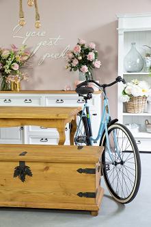 Drewniany kufer skrzynia z okuciami w stylu rustykalnym z litego drewna sosnowego #kufer #skrzynia #Dodatki #Wystrójwnętrz #Meble #Rękodzieło #Wystrój #Salon #Dom #Design #Kwiaty