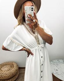 Idealna sukienka na sezon, gdy zrobi się cieplej i można zaszaleć ze stylówkami. W kolorze bieli i w stylu boho, pasująca do wszystkiego o długości midi.
