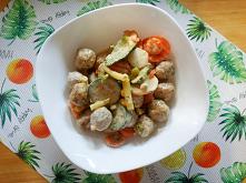 Klopsiki z warzywami w krem...