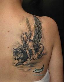 Aniał z wilkiem.