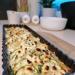 Tarta z cukinią, mozzarellą i fetą.  Do przygotowania potrzebujecie: ✔olej rzepakowy bazylia @kujawski_pl ✔2 małe cukinie ( 1 większa) ✔ser mozzarella u mnie light ✔ciasto francuskie u mnie light ✔pół kostki sera feta ✔sól, pieprz, chili, świeża bazylia