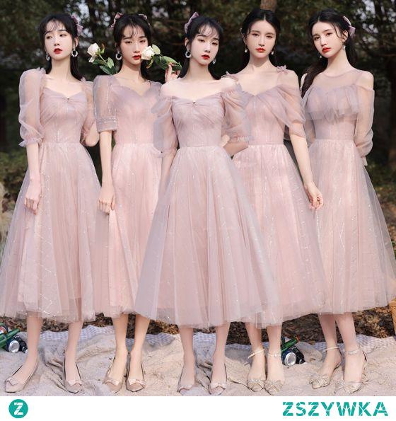 Proste / Simple Rumieniąc Różowy Sukienki Dla Druhen 2021 Princessa V-Szyja Kótkie Rękawy Bez Pleców Długość Herbaty Sukienki Na Wesele