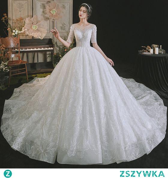Luksusowe Białe Suknie Ślubne 2021 Suknia Balowa Wycięciem Frezowanie Z Koronki Kwiat Kótkie Rękawy Bez Pleców Trenem Królewski Ślub