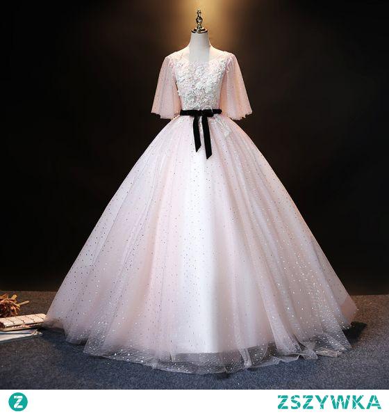 Eleganckie Rumieniąc Różowy Perła Rhinestone Z Koronki Kwiat Sukienki Na Bal Suknia Balowa Bez Pleców 2021 Wycięciem Kokarda Szarfa 1/2 Rękawy Długie Bal Sukienki Wizytowe