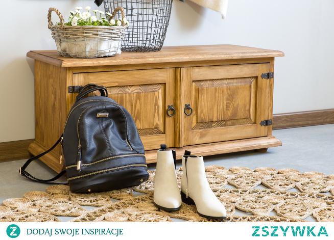 Drewniana garderoba do przedpokoju z wieszakiem i szafką na buty.Szafka na buty. #Dodatki #Stylizacja #Meble #garderoba #szafkanabuty #Wystrójwnętrz #Wnętrze #Inspiracja #Design #przedpokój #wieszak