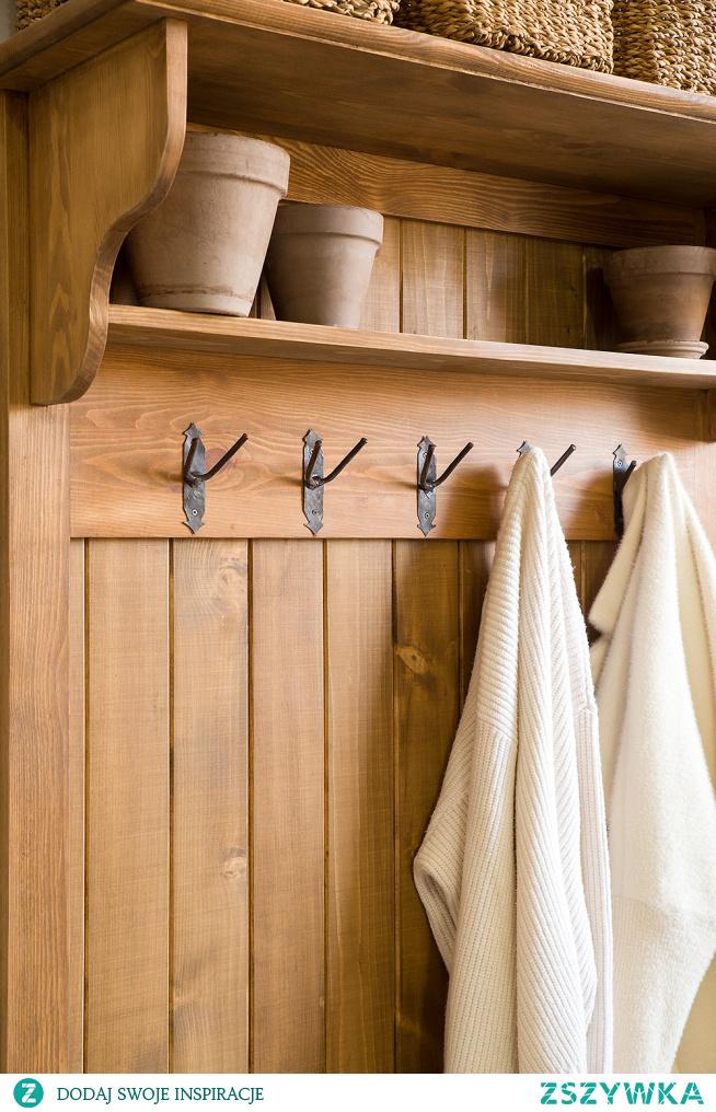 Drewniana garderoba do przedpokoju z wieszakiem i szafką na buty.Szafka na buty.Wieszak z półką na ubrania. #Dodatki #Stylizacja #Meble #garderoba #szafkanabuty #Wystrójwnętrz #Wnętrze #Inspiracja #Design #przedpokój #wieszak
