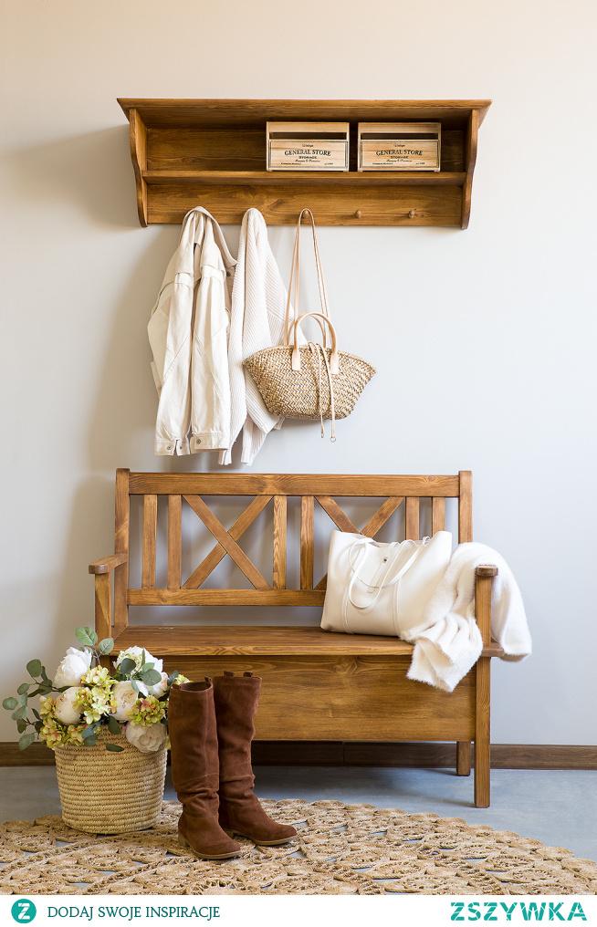 Drewniana ławka do przedpokoju.Wieszak z półką na ubrania. #Dodatki #Stylizacja #Meble #garderoba #ławka #Wystrójwnętrz #Wnętrze #Inspiracja #Design #przedpokój #wieszak