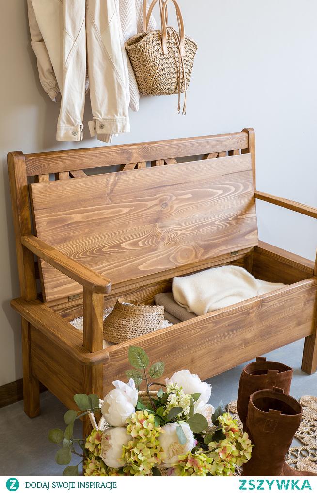 Drewniana ławka do przedpokoju ze schowkiem.Wieszak z półką na ubrania. #Dodatki #Stylizacja #Meble #garderoba #ławka #Wystrójwnętrz #Wnętrze #Inspiracja #Design #przedpokój #wieszak