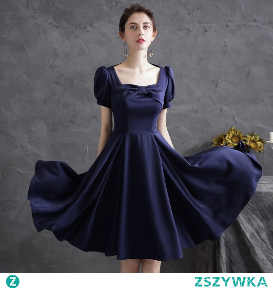 Proste / Simple Granatowe Satyna Homecoming Sukienki Na Studniówke 2021 Princessa Kwadratowy Dekolt Kokarda Kótkie Rękawy Długość do kolan Sukienki Wizytowe