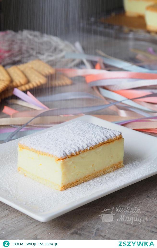 Kremówka bez pieczenia. Bajeczny krem budyniowy albo niesamowity smak to tylko dwa nieadekwatne określenia tego jakże wyśmienitego ciasta. Bez pieczenia i z kilku składników możemy w kilka minut wyczarować naprawdę pyszne ciasto.