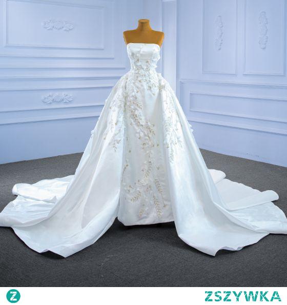 Luksusowe Kość Słoniowa Satyna Frezowanie Perła Cekiny Suknie Ślubne 2021 Princessa Bez Ramiączek Aplikacje Bez Rękawów Bez Pleców Trenem Królewski Ślub