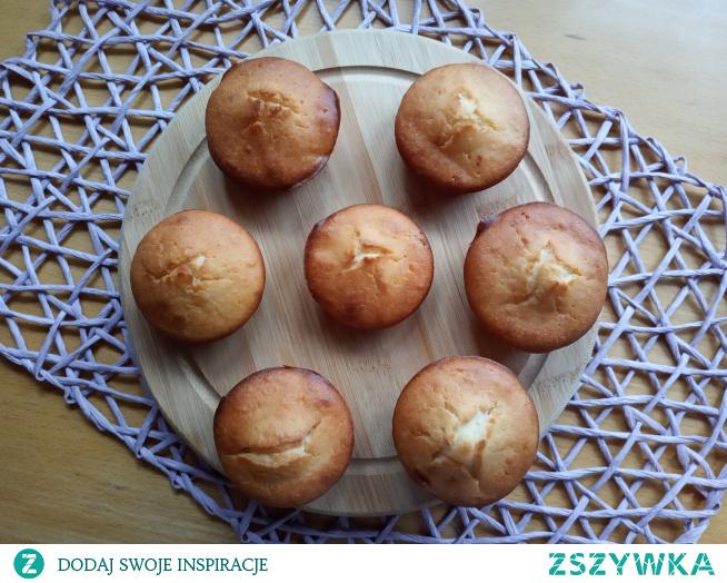 Jogurtowe babeczki. W towarzystwie kremu i innych dodatków mogą tworzyć pyszny deser :)