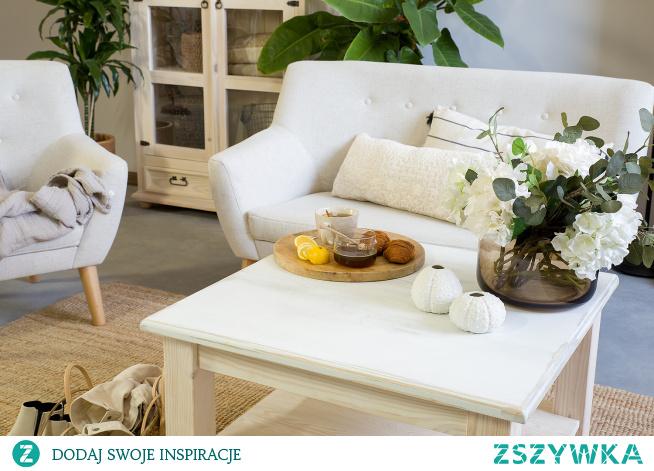 Pikowany fotel do salonu, pikowana sofa do salonu. Meble tapicerowane, drewniana witryna #Dom #Design #Stylizacja #Salon #Wystrójwnętrz #Wnętrze #sofa #fotel #Meble #Dekoracje #witryna