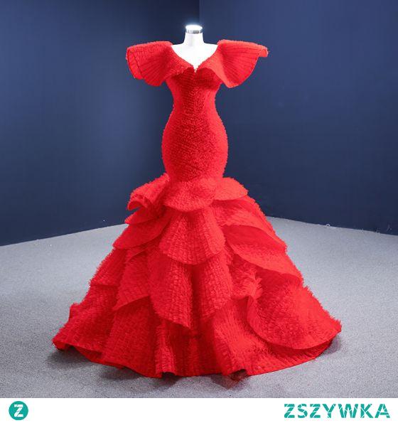 Wysokiej Klasy Moda Czerwone Kaskadowe Falbany Suknie Ślubne 2021 Syrena / Rozkloszowane Wzburzyć V-Szyja Kótkie Rękawy Bez Pleców Trenem Sąd Ślub