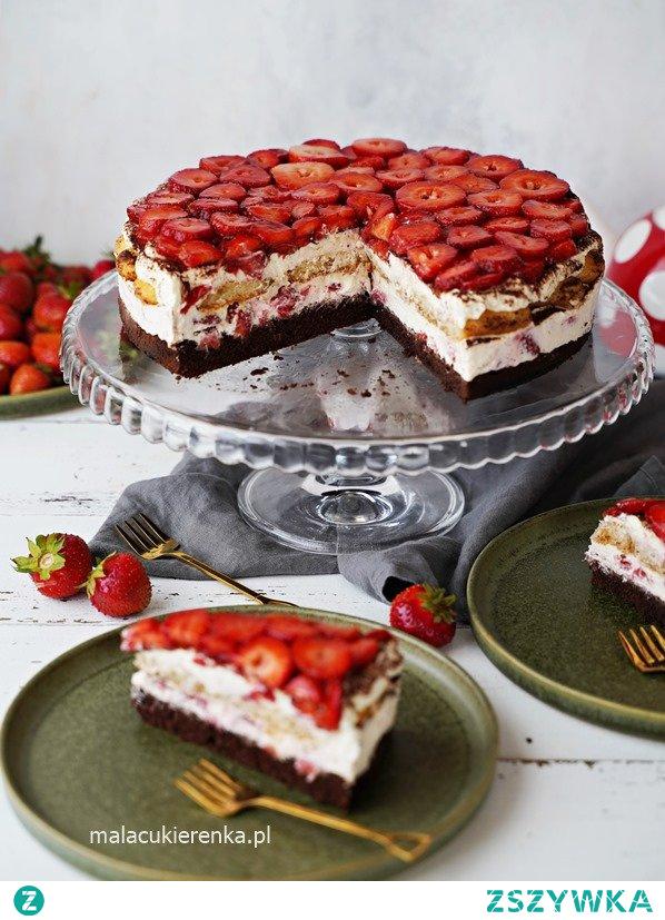Proste ciasto torcik tiramisu z truskawkami.