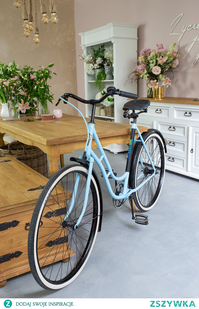 Drewniany stół woskowany w stylu rustykalnym do jadalni, drewniana rustykalna skrzynia #Wystrójwnętrz  #stół #skrzynia #salon #jadalnia #Dodatki  #Stylizacja  #Wnętrze  #Rękodzieło #Meble #Dom