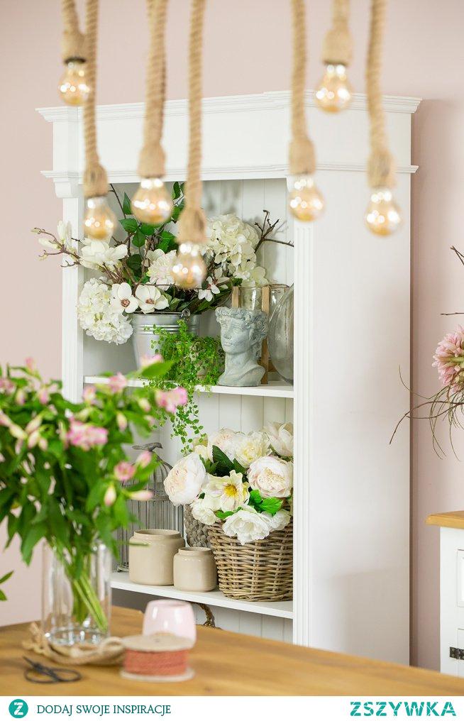 #flowers #komoda #taboret #lampa #Rękodzieło #Wystrójwnętrz  #Wnętrze #Rękodzieło #Dodatki #Meble #Salon