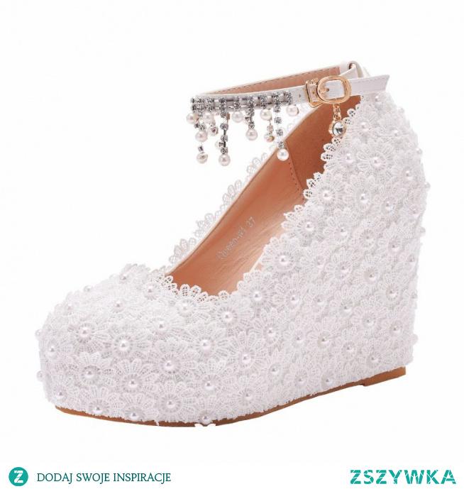Piękne Białe Z Koronki Kwiat Buty Ślubne 2021 Wodoodporne Perła Rhinestone Z Paskiem Ślub 10 cm Na Koturnie Okrągłe Toe Sandały