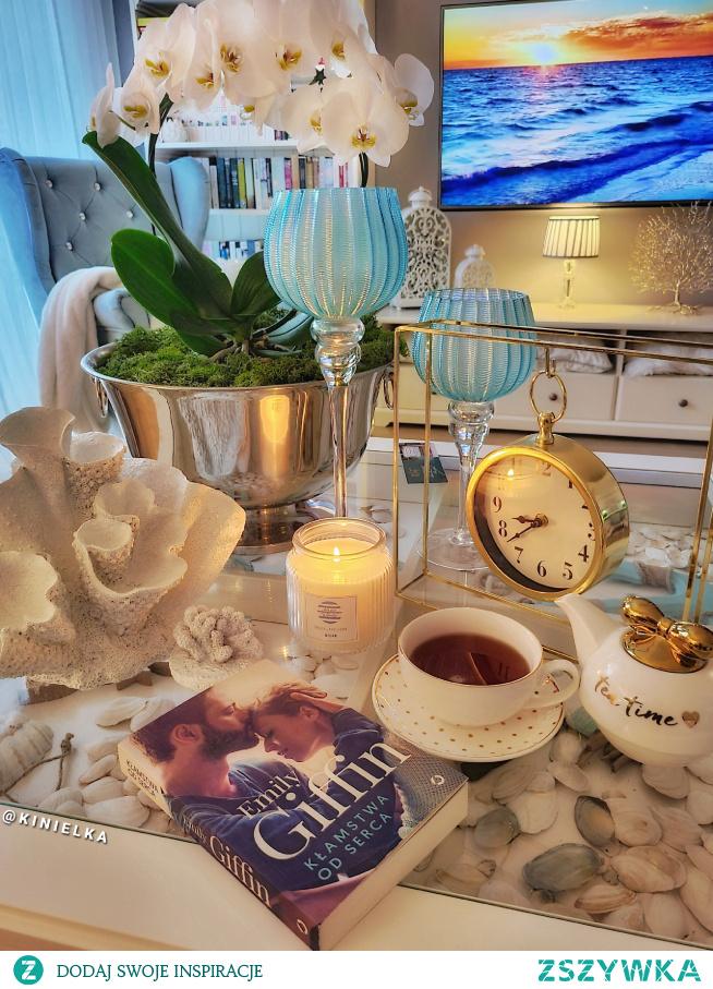 dekoracja stolik ikea ksiazka kubek filiżanka