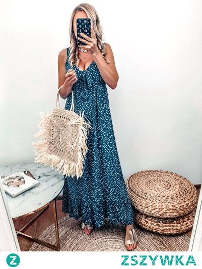 Sukienka Dalmatian w kolorze pięknego granatu, materiał lekki, przewiewny, z pewnością odczujesz komfort w noszeniu także w te nieco bardziej cieplejsze, letnie dni .