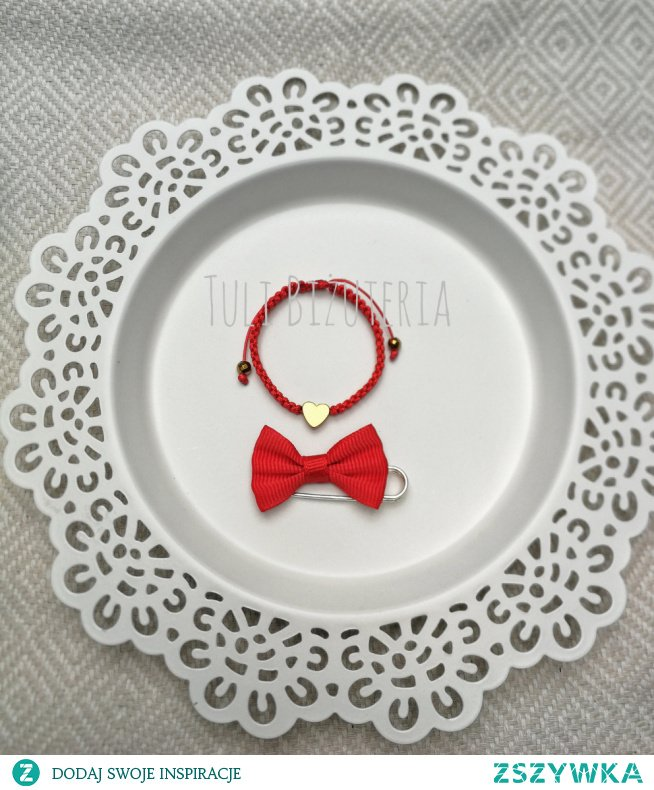 Czerwona bransoletka z serduszkiem