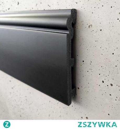 Czarna listwa podłogowa P12019B Krome to oryginalna listwa przypodłogowa czarna z delikatnie zdobioną górną krawędzią. P12019B Krome to klasyczne czarne listwy przypodłogowe o wymiarze 240×1,9×12 cm. Czarna listwa przypodłogowa o symbolu P12019B Krome została wykonana z czarnej masy polistyrenowej, przez co listwa zarówno na zewnątrz jak i wewnątrz jest cała czarna. Czarne listwy przypodłogowe producenta Krome P12019B w tylnej części posiadają miejsce na zamaskowanie nieestetycznych kabli i przewodów. Czarna listwa przypodłogowa wykonana z wytrzymałego polistyrenu koloru czarnego nada wnętrzu charakteru. Czarne listwy przypodłogowe w takim kolorze i stylu pasują do pomieszczeń modernistycznych, nowoczesnych, współczesnych czy glamour. Sklep online Dekorplanet.pl w ofercie ma jeszcze mniejszy profil o takim kształcie o symbolu P8019B Krome o wysokości 8 cm.