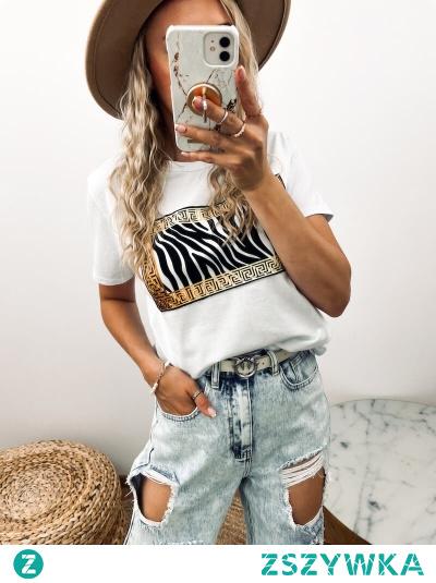 Koszulka z krótkim rękawem, nadruk naszyty. Idealna do jeansów i codziennych stylizacji.