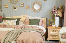 Drewniane meble do sypialni...