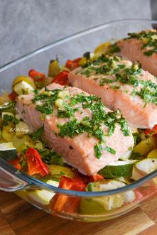 Łosoś pieczony z warzywami ...