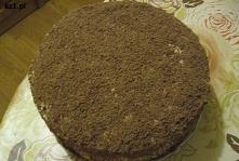 Domowy tort z posypką z cze...