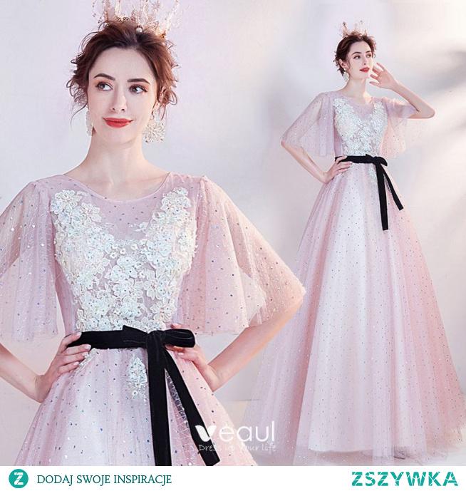 Piękne Rumieniąc Różowy Sukienki Na Bal 2021 Princessa Wycięciem Frezowanie Perła Rhinestone Z Koronki Kwiat Kótkie Rękawy Bez Pleców Kokarda Szarfa Długie Sukienki Wizytowe